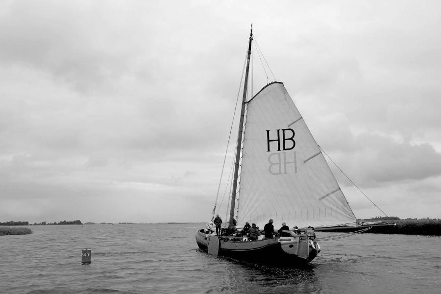 sym-superyacht-management-icon-yachts-sailing
