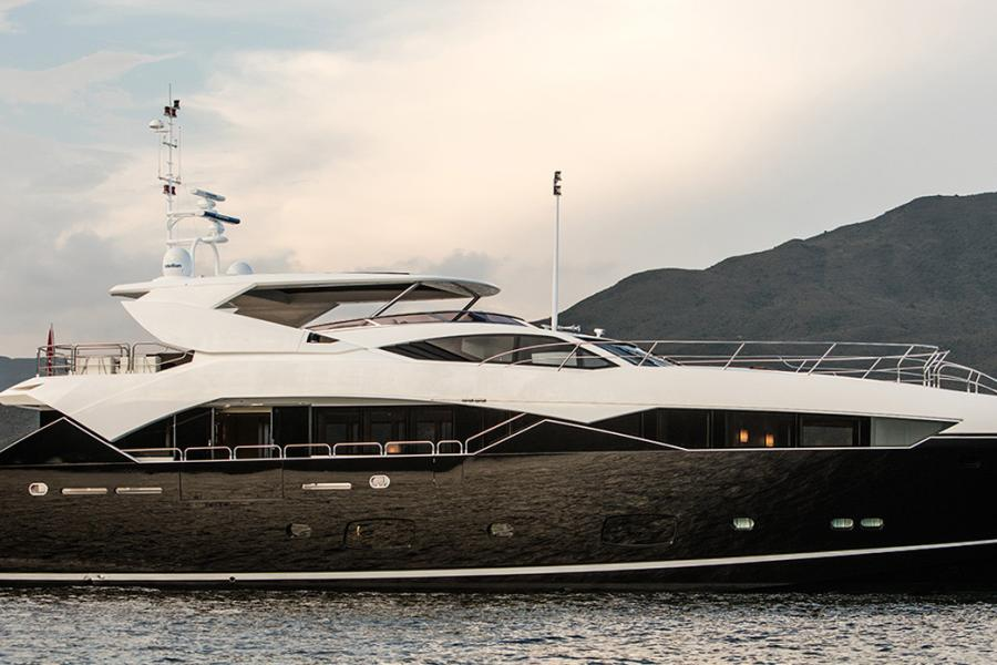 SYM-superyacht-management-sunseeker-115-sport-yacht-blackfish