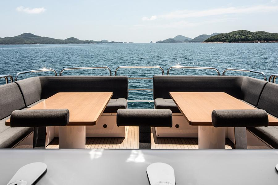 SYM-superyacht-management-sunseeker-115-sport-yacht-blackfish