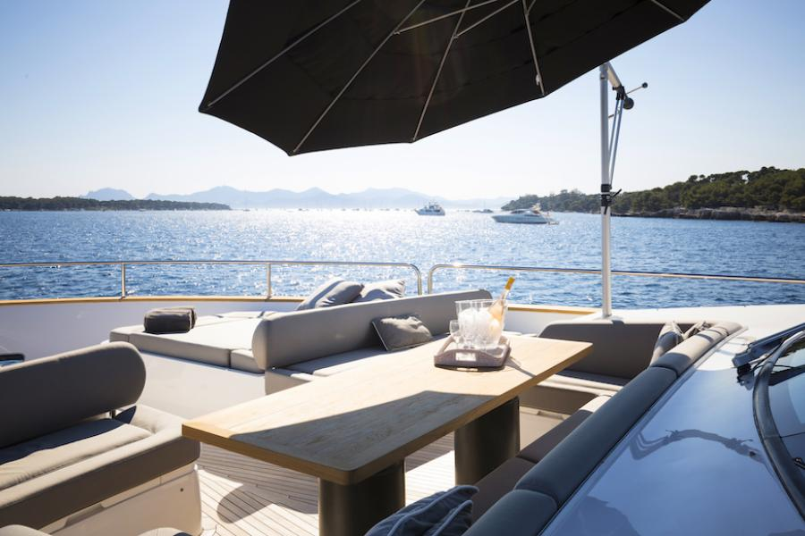 Sunseeker 28 Metre Yacht SYM Superyacht Management