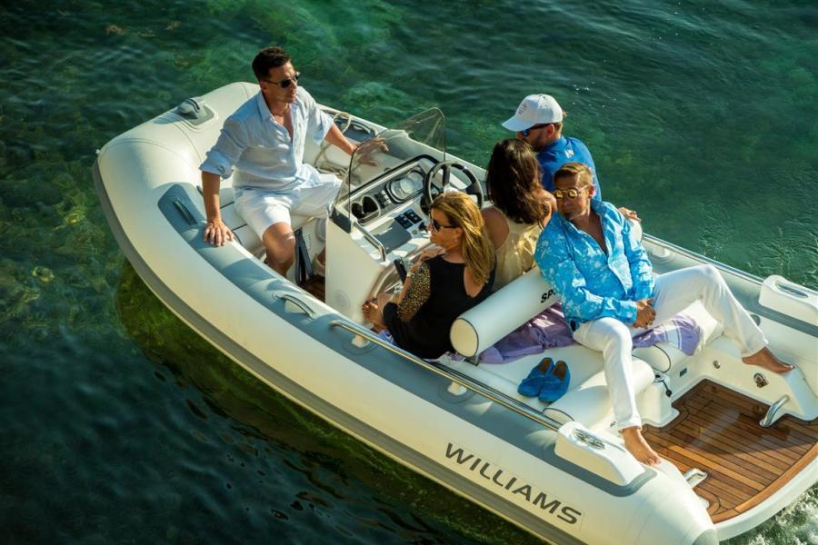Concierge services for superyachts