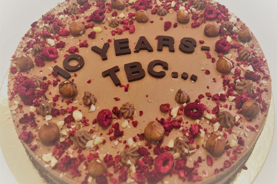 polly-winn-10-years-of-service-at-sym-superyacht-management-cake